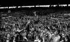 Stretford End at Old Trafford, Manchester United, 1980 Manchester United Fans, Official Manchester United Website, Soccer Fans, Football Fans, Premier League Champions, Live Matches, Stamford Bridge, Football Pictures, Football Stadiums