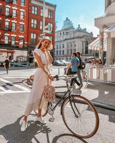 Spent our last day in NY cruising around Soho after finding out our hotel had a bike rental!  #NY #NewYork #SilviaTcherassi Anzeige / Ad…