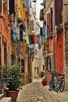Rovinj, Croatia. Monday laundry day in the old city. (by: harry eppink)