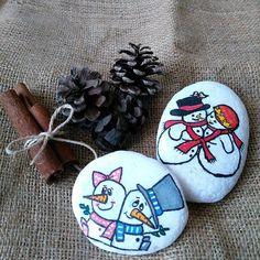 Siz daha yeni yıl hediyesi almadınızmı. ??? O zaman hemen sipariş verebilirsiniz dm bilgi alabilirsiniz#taşlarahayatvermesanatı #taştablo #tassusleme #10marifet #deryabaykallagülümse #hobinedestek #jingoolakk #olkaartt #harikataşlaratölyesi #tasboyama #tasveotesi #cengizintaslari