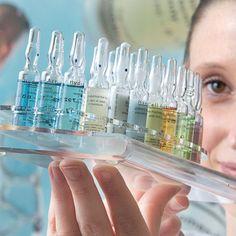 Wirkstoffampullen sind in der professionellen Kosmetik nicht wegzudenken – es sind Schönheitsextrakte in Glasampullen. Die Vorteile dieser Darreichungsform liegen auf der Hand: Konzentrierte Wirkung und minimale Produktkonservierung bei sicherem Gebrauch.