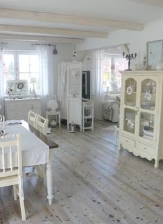 I like this weathered-cream stained floor except I would like less knotholes showing.