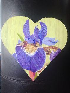 Iris op houten hartjeskistje