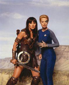 Weirdest TV photo!!! Star Trek: Voyager - Jeri Ryan as Seven of Nine and Xena & Warrior Princess - Lucy Lawless as Xena