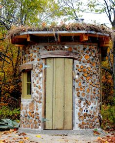 cordwood shed  Really good cordwood site. Tells that cottonwood is a good wood choice! Let's do it!