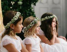 Daminhas com coras de flores em branco e verde + berries brancas ( Foto: Duo Borgatto )