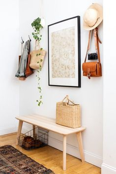 light + boho entryway decor with hooks Tranquil Design Whitewashed Walls With Plants Home Tour Decoration Hall, Decoration Entree, Entryway Decor, Entryway Ideas, Entryway Hooks, Ikea Hooks, Diy Wall Hooks, Hallway Storage, Entryway Organization