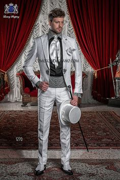 Traje de novio italiano Levita Redingote en tejido brocado gris perla con cristal Swarovski en solapas, modelo 1270 Ottavio Nuccio Gala colección Barroco 2015.