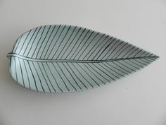 I like this leaf plate looks clean and simple and relates to my close up theme.
