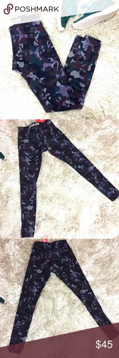 Nike Printed Legging Printed Nike leggings. Size small. Colors include gray, black, a purple hue, a maroon hue, and a deep greenish teal. Made of stretch cotton jersey. 87% cotton. 13% spandex. Feel free to ask questions!  Nike Pants Leggings