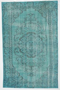 This Turquoise Overdyed Rug is perfect in my Grandinroad #colorcrush Laguna room.