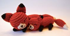Tiny woodland foxes cuddle together in this pair of amigurumi. The special relationship of a mother and her baby is celebrated in a swe...