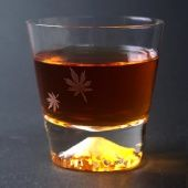 【当店限定】江戸硝子富士山ロックグラス(紅葉)│人気の富士山グラスに紅葉を入れたオリジナルグラス