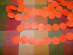 DIY Paper Circle Garland - would look great in yellow and black