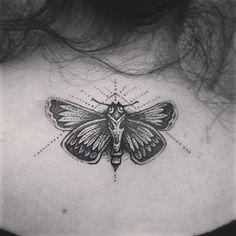 Papillon de nuit | 50 magnifiques tatouages en pointillés