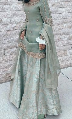 Pakistani Fashion Party Wear, Pakistani Bridal Wear, Indian Fashion Dresses, Indian Designer Outfits, Pakistani Outfits, Women's Ethnic Fashion, Indian Gowns Dresses, Designer Dresses, Women's Fashion