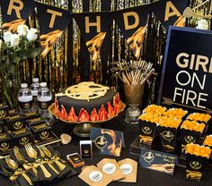 Planning a party for an avid Hunger Games fan? Don't miss this Kara's Party Ideas Hunger Games Tween/Teen Birthday Party! 15th Birthday Party Ideas, Birthday Gifts For Teens, Birthday Party Games, Sweet 16 Birthday, Birthday Party Decorations, Party Themes, Teen Birthday, Birthday Board, Frozen Birthday