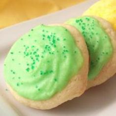 Butter Icing (for sugar cookies) ★ recipe -» Ingredients—   • 1½ cups confectioners' sugar  •3T softened butter    •  1T (tablespoon)  vanilla extract   • 1T milk  •3 drops food coloring (green)  • 2¼ oz  decorator sugar (green)  »»» Directions—  Cream the first 4 ingredients together. Then add food coloring.