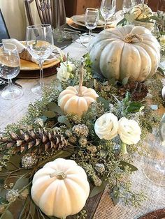 Dining Table Decor Centerpiece, Fall Dining Table, Decoration Table, Centerpiece Decorations, Pumpkin Centerpieces, Thanks Giving Table Decorations, Fall Table Settings, Thanksgiving Table Settings, Thanksgiving Centerpieces