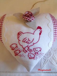 Amour de poule: some beautiful examples of embroidery and handwork. Vintage Embroidery, Embroidery Applique, Cross Stitch Embroidery, Embroidery Patterns, Machine Embroidery, Sewing Crafts, Sewing Projects, Fabric Hearts, Pin Cushions
