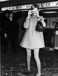 Google Image Result for http://amog.com/wp-content/uploads/2010/03/Twiggy-like-a-paparazzi.jpg