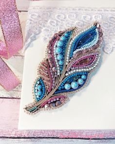 Best 11 Feather brooches by Evgenia Vasileva. Bead embroidered and fringed – Japanese seed beads, firepolished crystals, nmetal findings. – Page 501307002269943634 – SkillOfKing – SkillOfKing. Embroidery On Clothes, Bead Embroidery Jewelry, Beaded Embroidery, Hand Embroidery, Embroidery Designs, Bead Jewellery, Beaded Jewelry, Brooches Handmade, Handmade Jewelry