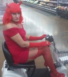 The 20 Most Ridiculous People of Walmart Photos -02 - Sometimes, there are absolutely no words left to describe these things. ....