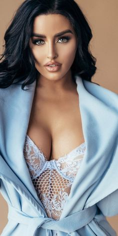 Abigail Ratchford — You look stunning beautiful 😍😍😍😍😍😍 You Look Stunning, Beautiful Eyes, Beautiful Women, Beautiful Pictures, Mannequin, Sexy Outfits, Sexy Women, Blue Nails, Brunettes