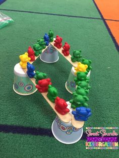 I love doing fun STEM activities with my students! This teddy bear bridge activity is always a big hit with my class each year. Preschool Science, Preschool Classroom, Bear Activities Preschool, Morning Activities, Number Activities, Stem Science, Preschool Lessons, Sensory Activities, Classroom Activities