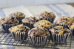 """Himmel og hav, fjell og fjord! Disse muffinsene er gode! Himmelsk gode, eller farlig gode, om jeg velger den tilnærmelsen. Det er nemlig fullstendig umulig å spise bare én av dem! Hvis du ikke skal ende opp med å spise alle selv, må du sikre deg at du har tilstrekkelig mange å dele med så … Continue reading """"De beste blåbærmuffinsene!"""" Sweet Recipes, Muffins, Cupcake, Food And Drink, Dessert, Breakfast, Morning Coffee, Muffin, Cupcakes"""