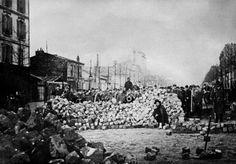Une barricade rue d'Allemagne et rue de Sébastopol le 18 mars 1871 pendant la Commune de Paris