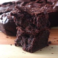 These brownies are so chewy and moist and perfect for any chocolate craving! These brownies are so chewy and moist and perfect for any chocolate craving! Brownie Recipes, Cake Recipes, Dessert Recipes, Pasta Recipes, Easy Desserts, Delicious Desserts, Yummy Food, Chewy Brownies, Chocolate Brownie Cake
