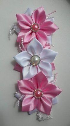 Best 12 Kanzashi DIY Ribbon Flower with Beads Tutorial – Video Diy Ribbon Flowers, Fabric Flower Headbands, Cloth Flowers, Kanzashi Flowers, Ribbon Art, Ribbon Crafts, Flower Crafts, Fabric Flowers, Ribbon Rose