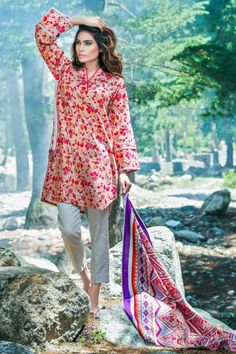 Simple Pakistani Dresses, Pakistani Fashion Casual, Pakistani Dress Design, Pakistani Outfits, Stylish Dresses For Girls, Simple Dresses, Casual Dresses, Stylish Dress Book, Winter Dresses