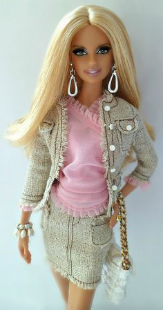 Wearing Model Of The Moment Shopping Queen Daria outfit. Bad Barbie, Barbie Model, Barbie And Ken, Barbie House, Doll Clothes Barbie, Barbie Dress, Celebrity Barbie Dolls, Celebrity Closets, Celebrity Style