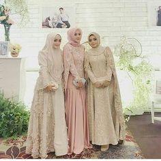 Inspired by 😍 Muslim Dress, Brokat, Bridesmaid Dresses, Wedding Dresses, Kebaya, Sewing Patterns, Fur Coat, Womens Fashion, Model