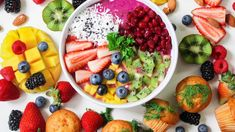 Easy and healthy snacks for weight loss. These delicious healthy snacks are great for those on their weight loss journey. Great for fat burning, late snacks, on the go snacks and to help you get a flat belly. Healthy Snacks For Weightloss Diet Soup Recipes, Healthy Dinner Recipes, Smoothie Recipes, Breakfast Recipes, Smoothie Bowl, Breakfast Healthy, Snacks Recipes, Perfect Breakfast, Fruit Recipes