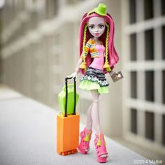 Leave footprints, take pictures and have an UHHH-mazing time! Monster High Wiki, Monster High Custom, Monster High Dolls, Monster Girl, History Cartoon, Strapless Shirt, Pink Eyeshadow, Princess Zelda, Disney Princess