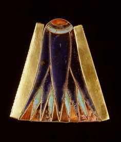 Element pectoral blue lotus, XVIII Dynasty, reign of Thutmose III (1479 - 1425 BC). Gold and glass. Height: 8,6cm, width: 8,1cm. Collection D'Anastasi, Rijksmuseum van Ouheden, Leiden, inv. AO 1b.