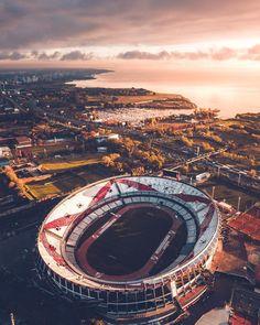 La imagen puede contener: cielo y exterior River Phoenix, Soccer Stadium, Football Stadiums, Photo Background Images, Photo Backgrounds, Escudo River Plate, River Drawing, Football Images, Football Pics