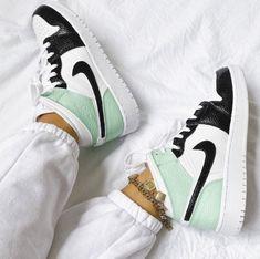 Cute Nike Shoes, Cute Nikes, Cute Sneakers, Nike Air Shoes, Girls Sneakers, Sneakers Fashion, Air Jordan Sneakers, Jordans Sneakers, Jordan Shoes Girls
