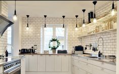 32 Chic Kitchen Lighting Ideas for Your New Kitchen 2019 Best Kitchen Lighting, Kitchen Lighting Design, Kitchen Island Lighting, Functional Kitchen, Stylish Kitchen, New Kitchen, Kitchen Box, Awesome Kitchen, Kitchen Decor