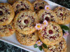 Višňové koláčiky so škoricovou posýpkou Bagel, Doughnut, Muffin, Bread, Cookies, Breakfast, Recipes, Food, Anna