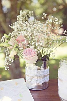 Décoration mariage : conserve + dentelle + ficelle. Just a tighter fuller arangement
