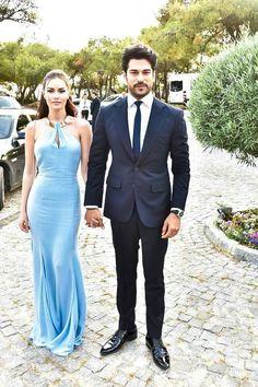 Burak Özçivit ve Fahriye Evcen Turkish Beauty, Modest Wear, Actrices Hollywood, Famous Couples, Handsome Actors, Lakme Fashion Week, Turkish Actors, Celebrity Couples, Beautiful Men