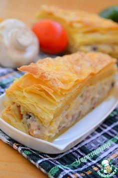 Слоеный закусочный пирог с грибами, картофелем и капустой - кулинарный рецепт