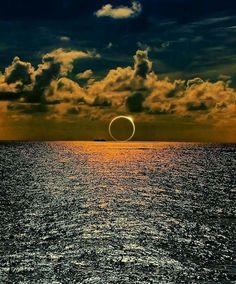 Éclipse en mer