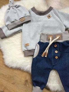 Baby outfits summer little girls 21 best ideas Baby Boy Fashion, Kids Fashion, Sweat Gris, Baby Kids Clothes, Summer Clothes, Baby Sewing, Trendy Baby, Baby Boy Outfits, 1 Year