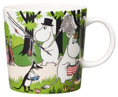 "Moomin Mugs from Arabia – A Complete Overview Going on vacation / Lähdetään lomalle (summer season mug The motif comes mainly from the story ""Moomin's Desert Island"". Moomin Shop, Moomin Mugs, Scandinavian Living, Scandinavian Design, Tove Jansson, Nordic Design, Finland, Vacation, Drawings"
