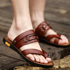 The new summer sandals are men& sandals summer leather sandals non-slip dual purpose slippers shoes casuales cómodos de vestir deportivos hermosos hombre mujer vans Leather Slippers, Mens Slippers, Leather Sandals, Fashion Shoes, Sneakers Fashion, Shoes Sandals, Flats, Slipper Sandals, Mode Masculine